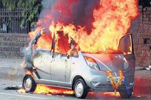 Tata Nano - piece of shit car blows up on fire