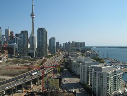 Toronto-Canadian-condo-housing-bubble_MoneyAccumulator.com_